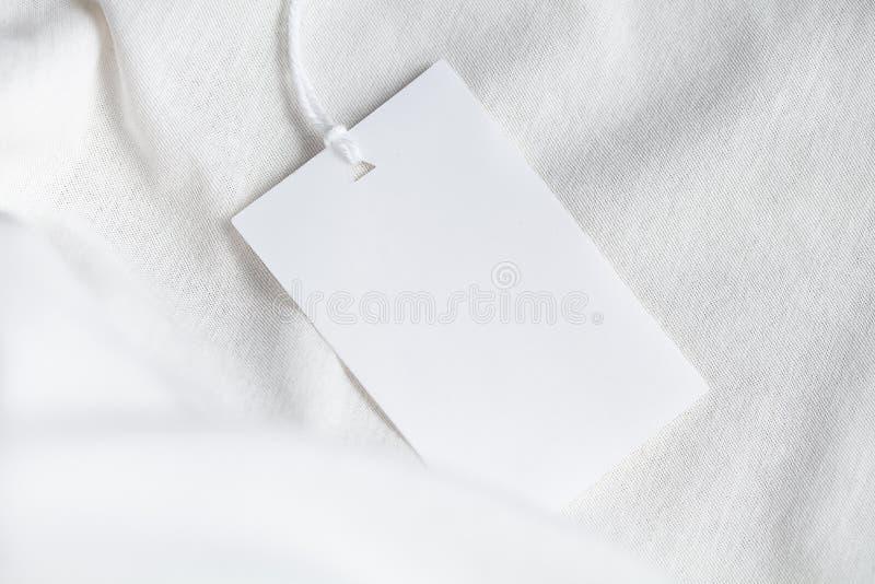 Modelo do branco da placa da etiqueta da etiqueta da roupa imagens de stock royalty free