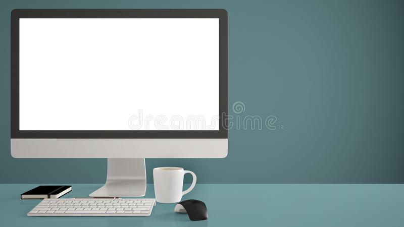 Modelo do Desktop, molde, computador na mesa azul do trabalho com tela vazia, rato do teclado e bloco de notas com as penas e os  fotos de stock