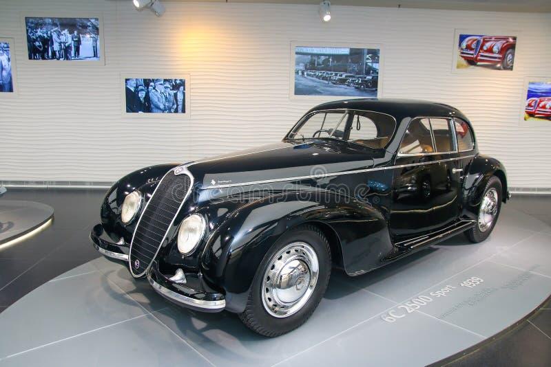 Modelo do esporte de Alfa Romeo 6C 2500 na exposição no museu histórico Alfa Romeo imagem de stock royalty free