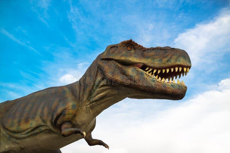Modelo do vida-tamanho do rex do tiranossauro imagem de stock royalty free