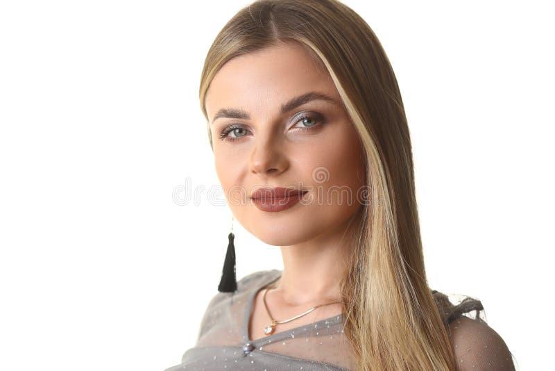 Modelo Dreamy Blond Woman Front Headshot do encanto imagens de stock