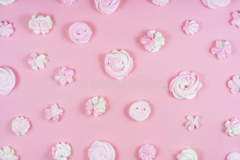 Modelo dulce Flatlay de la fiesta de cumpleaños del merengue del rosa fotos de archivo libres de regalías