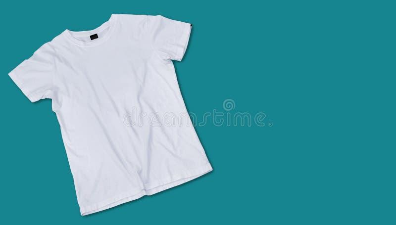 Modelo e molde do t-shirt no fundo para a forma e o desenhista de matéria têxtil imagem de stock royalty free