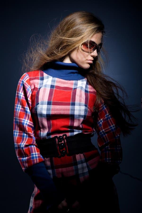 Modelo em vestido checkered foto de stock royalty free