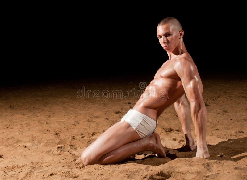 Modelo en la playa foto de archivo libre de regalías