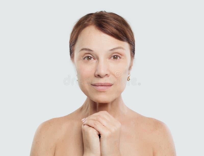 Modelo fêmea da mulher madura com pele natural perfeita fotografia de stock royalty free