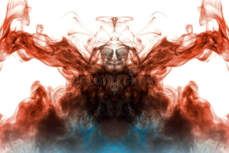 Modelo fantasmal místico del humo en un fondo blanco que representa varias imágenes abstractas - la cabeza del extranjero fotografía de archivo