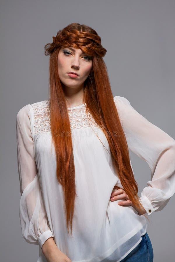 Download Modelo Femenino Con La Mano En La Cintura Foto de archivo - Imagen de soportes, solo: 41912212