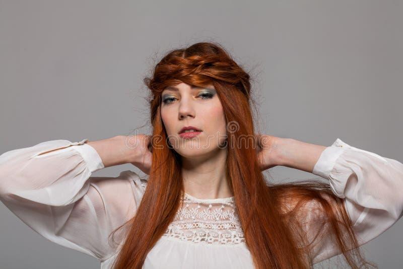 Download Modelo Femenino Con La Mano En La Cintura Foto de archivo - Imagen de alineada, soportes: 41912664