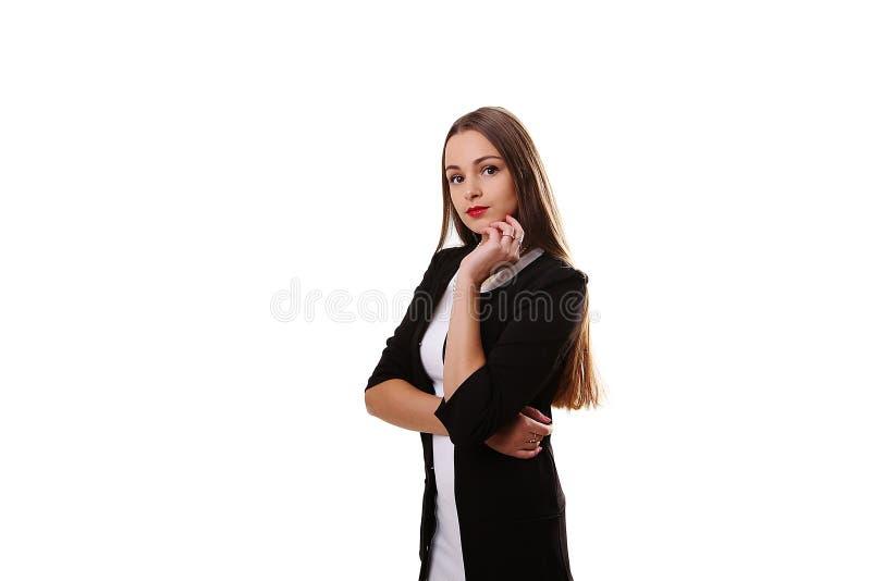 Modelo femenino hermoso joven en el vestido blanco en fondo gris foto de archivo libre de regalías