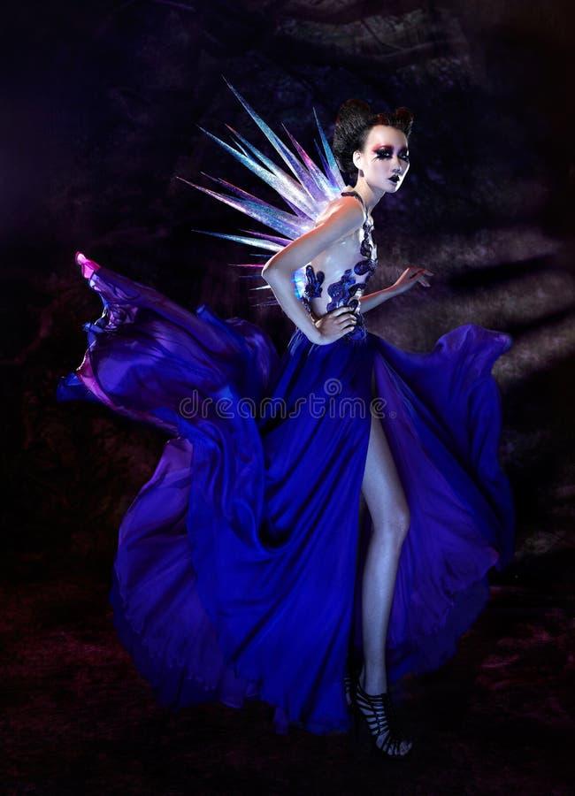 Modelo gótico de la hembra del estilo fotos de archivo libres de regalías