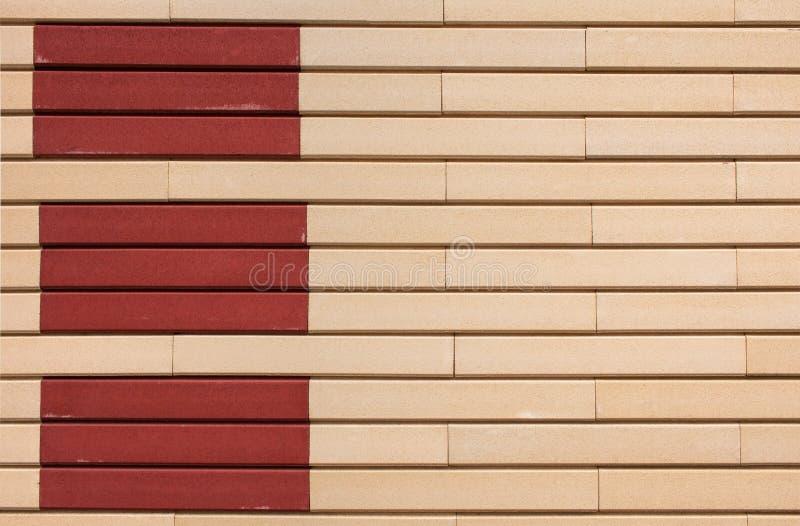 Modelo geométrico de los rectángulos del beige y de la terracota en la pared foto de archivo libre de regalías