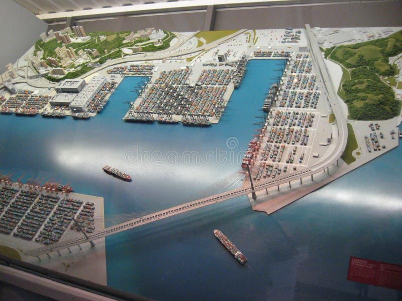 Modelo grande de la terminal de contenedores de Hong Kong en el museo marítimo de Hong Kong foto de archivo