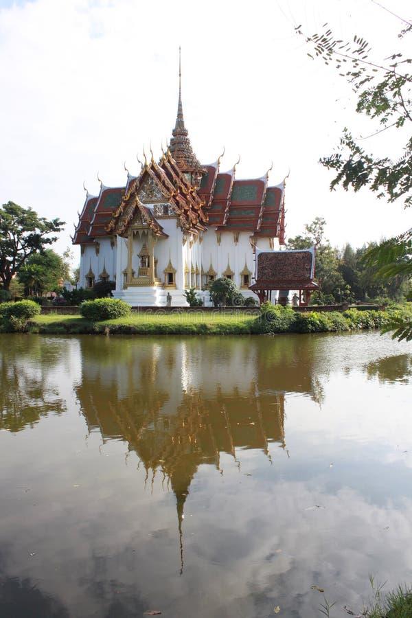 Modelo grande do templo velho na cidade velha Bangpoo Tailândia fotos de stock royalty free