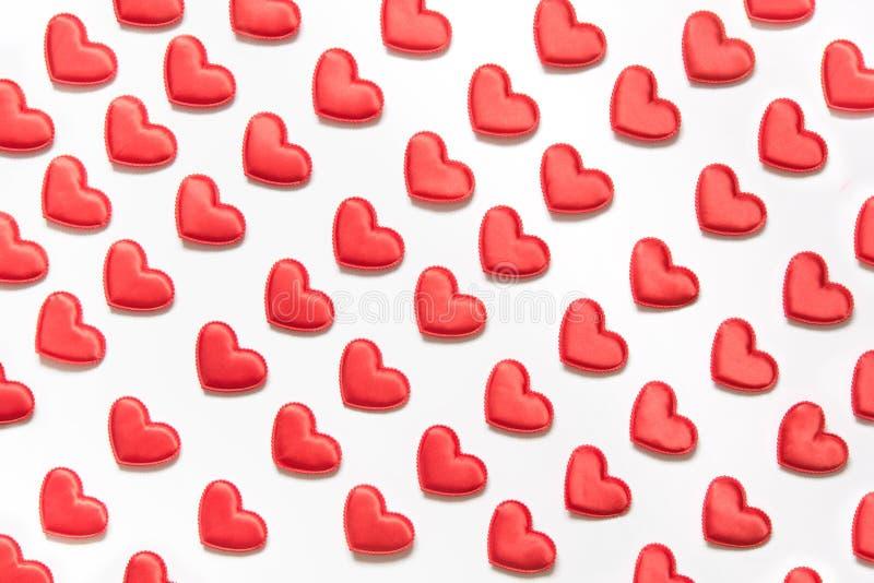 Modelo hecho de corazones rojos en blanco Corazón en estilo isométrico Tarjeta del `s de la tarjeta del día de San Valentín imagen de archivo libre de regalías