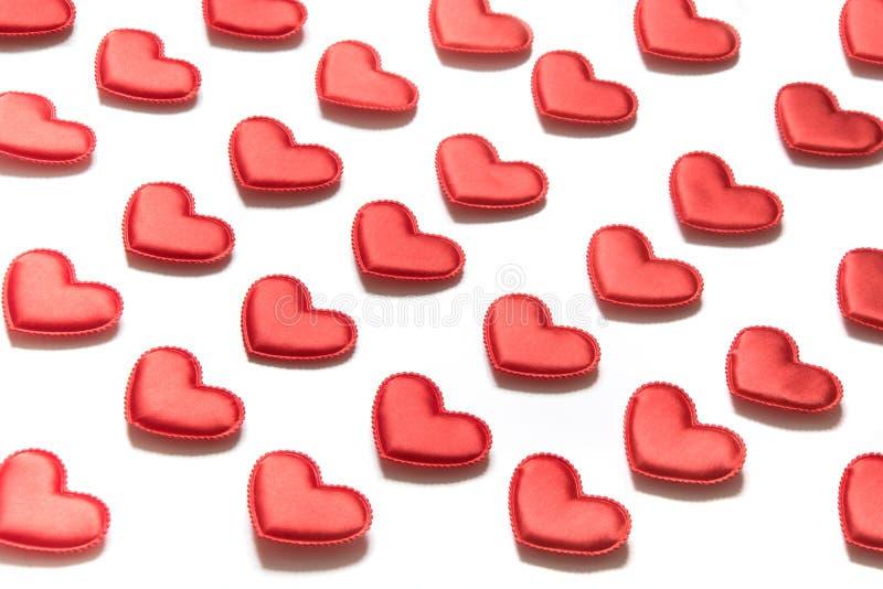 Modelo hecho de corazones rojos en el fondo blanco Corazón en estilo isométrico Tarjeta del `s de la tarjeta del día de San Valen fotografía de archivo libre de regalías