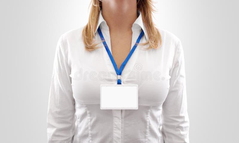 Modelo horizontal branco do crachá da placa do desgaste de mulher foto de stock royalty free