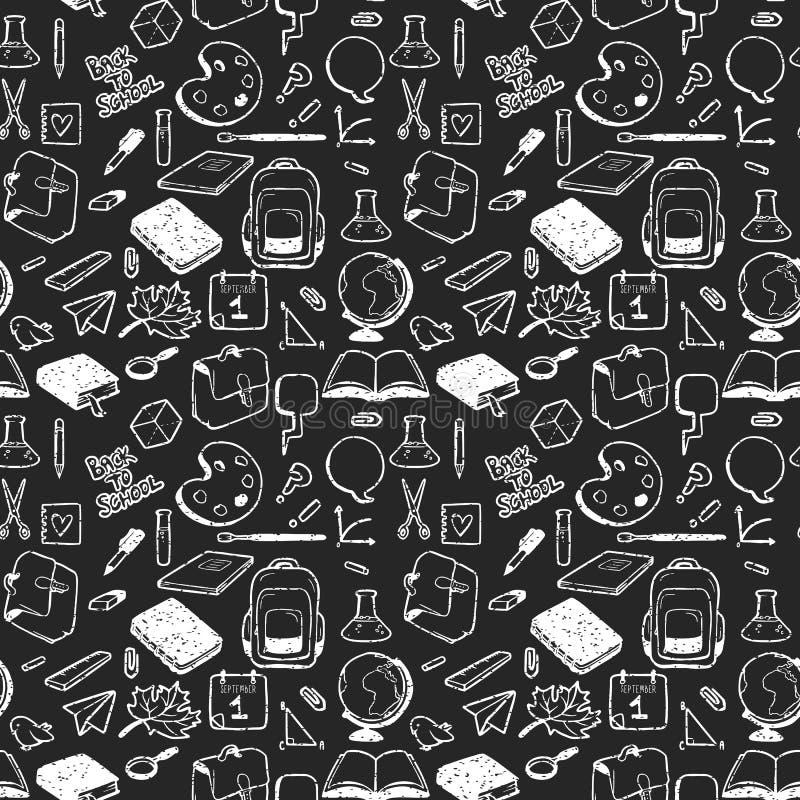 Modelo inconsútil con los diversos elementos para la escuela dibujada en tiza en fondo negro stock de ilustración