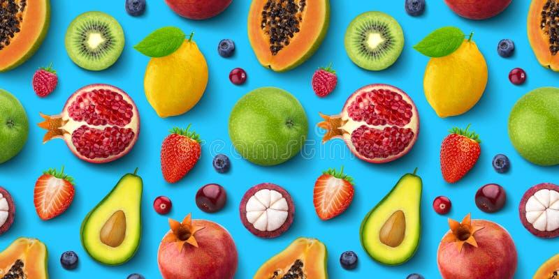 Modelo inconsútil de diversas frutas y bayas, endecha plana, textura superior de la visión, tropical y exótica fotos de archivo