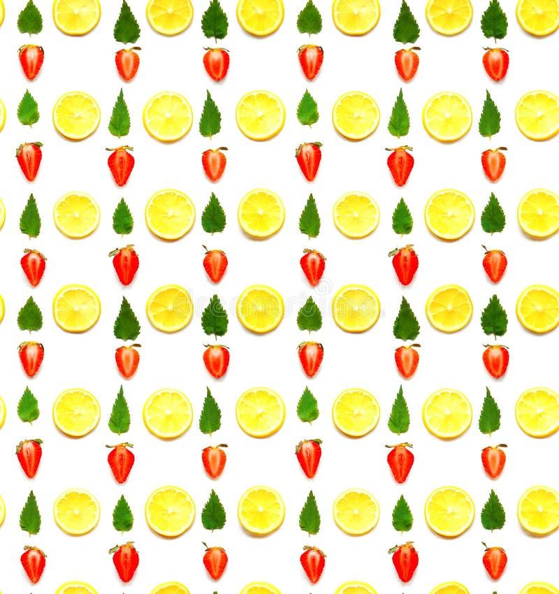 Modelo inconsútil del limón, de la menta y de la fresa fotos de archivo