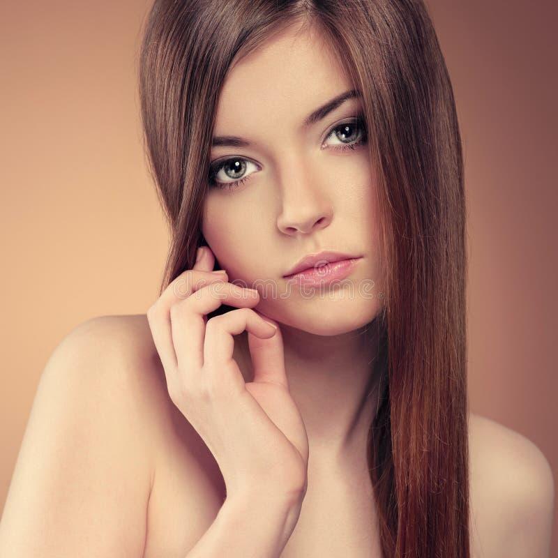 Modelo longo bonito do cabelo fotografia de stock royalty free