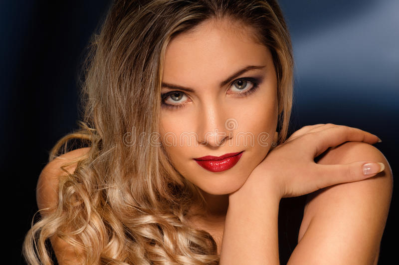 Modelo louro 'sexy' fotografia de stock royalty free