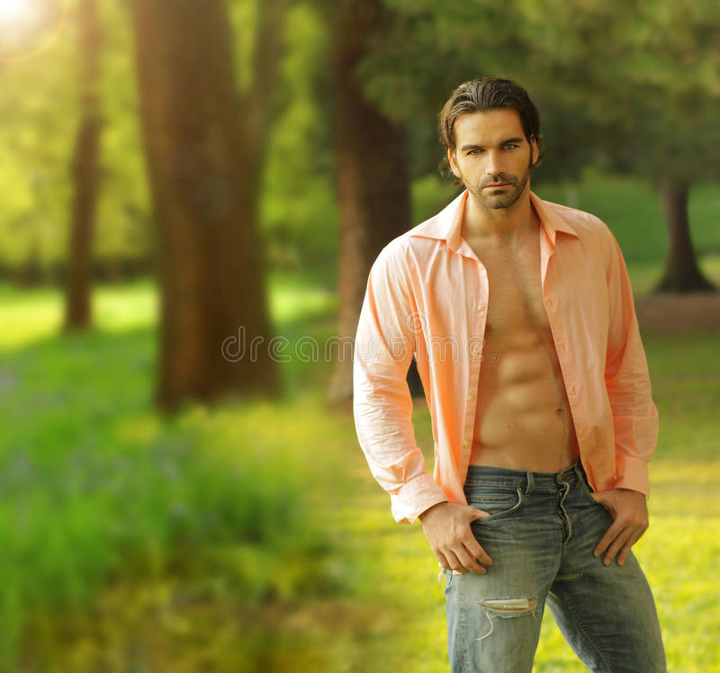 Modelo masculino ao ar livre fotografia de stock royalty free