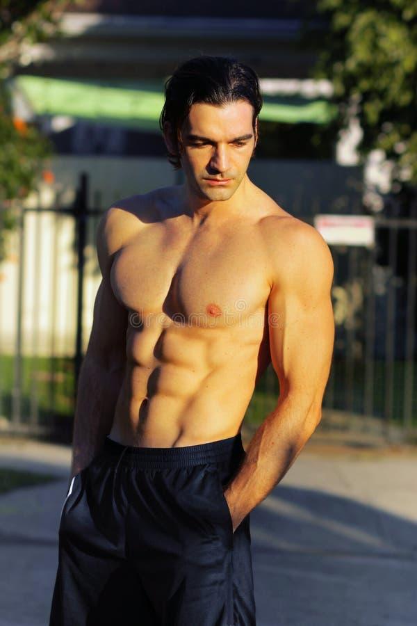 Modelo masculino da aptidão ao ar livre fotos de stock royalty free