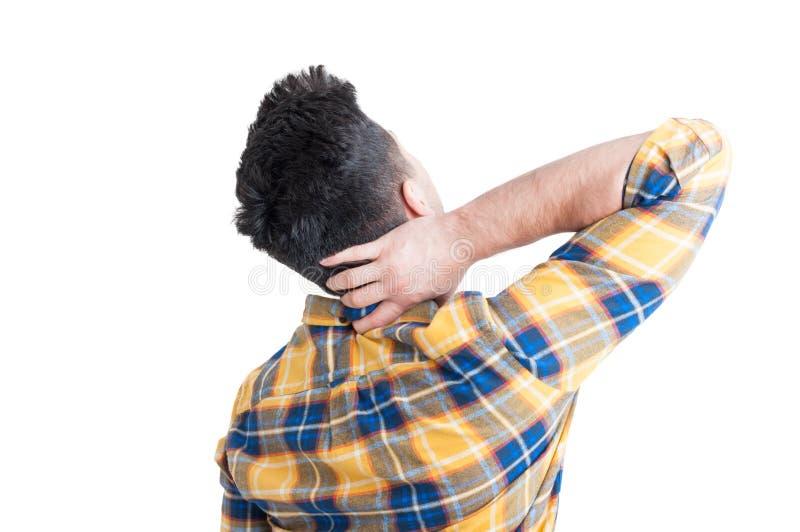 Modelo masculino joven con dolor en su cuello fotos de archivo