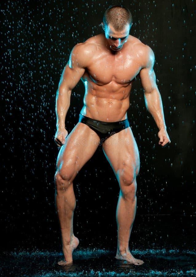 Modelo masculino no estúdio do aqua fotos de stock