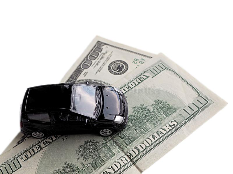Modelo miniatura del coche en billetes de dólar imágenes de archivo libres de regalías