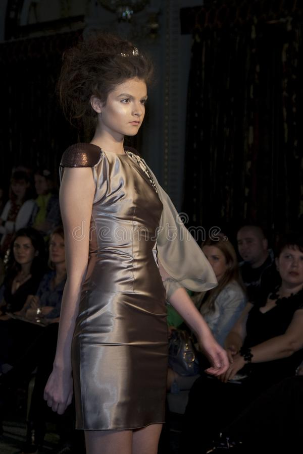 Modelo - muchacha en la etapa imagenes de archivo