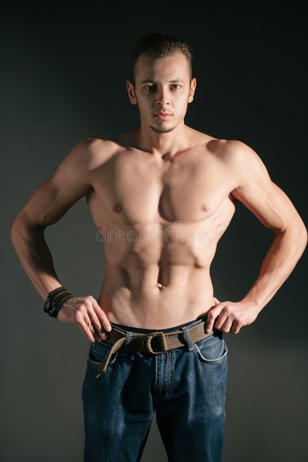 Modelo muscular fotos de archivo libres de regalías