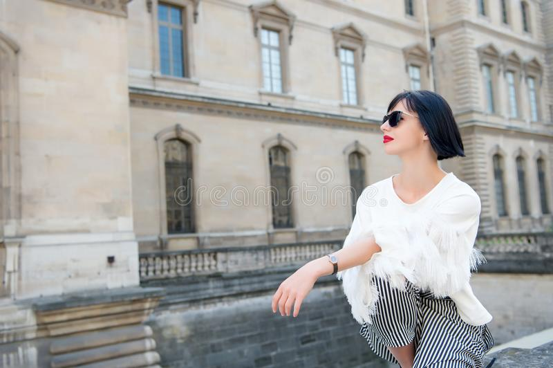 Modelo na roupa elegante foto de stock royalty free
