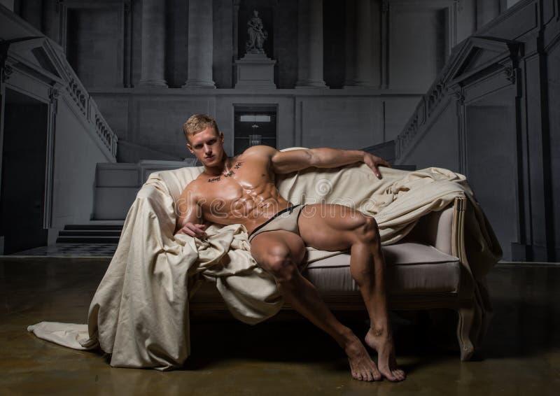 Modelo no palácio fotografia de stock royalty free