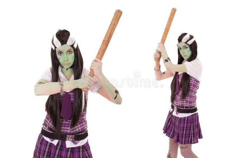 Modelo no traje de Frankenstein com bastão de beisebol fotos de stock