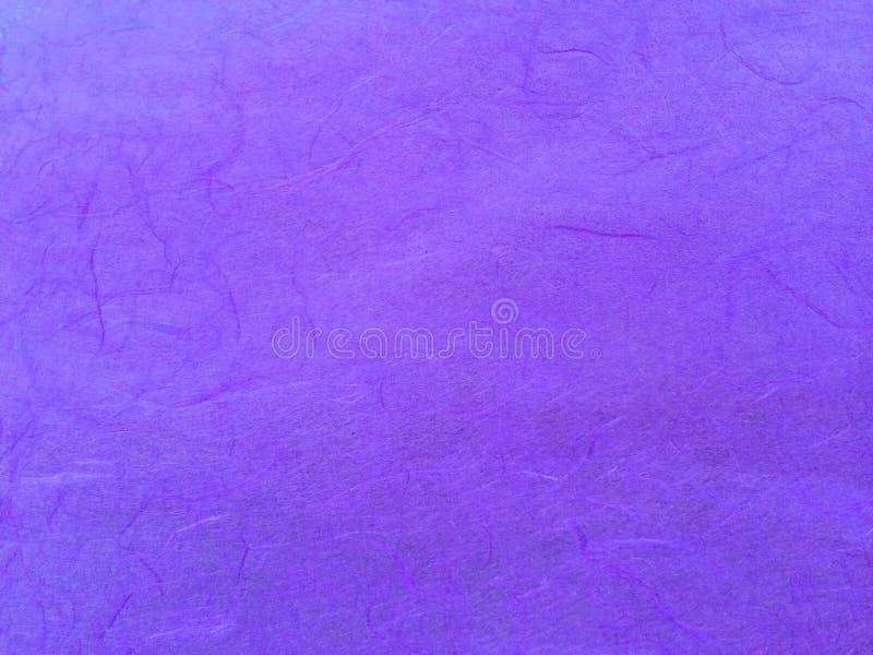 Modelo púrpura clásico del extracto del papel de la mora usado como textura del fondo de la plantilla imagenes de archivo