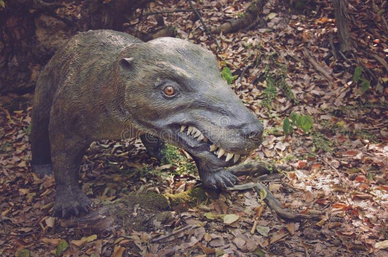 Modelo realístico do dinossauro do trias, predador do período triassic, Jurassic Park foto de stock royalty free