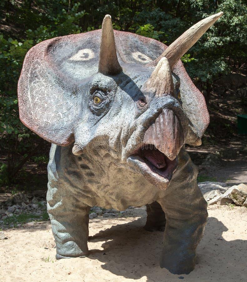 Modelo realístico do Triceratops do dinossauro fotografia de stock