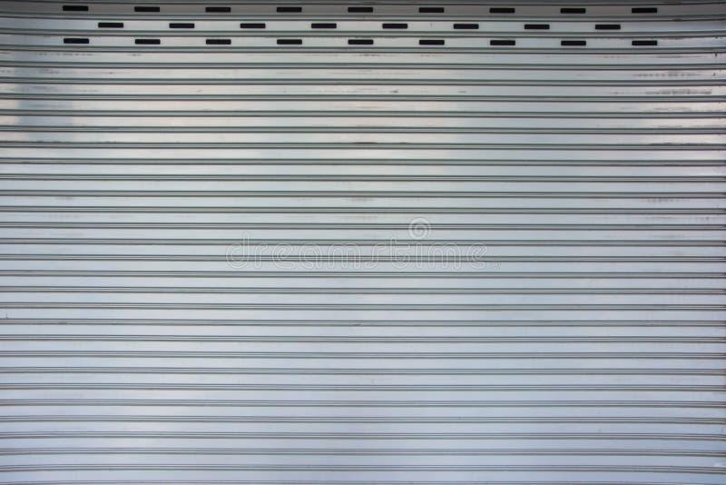 Modelo retro de la puerta del garaje del matel fotografía de archivo