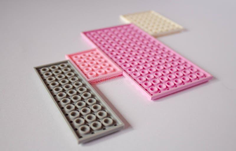 Modelo rosado en colores pastel con el espacio para el texto ilustración del vector