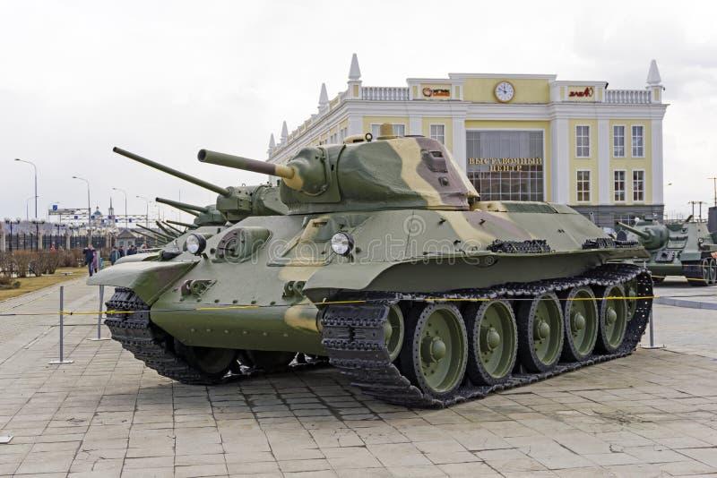 Modelo soviético 1940 do carro de combate médio T-34 no museu do equipamento militar fotografia de stock