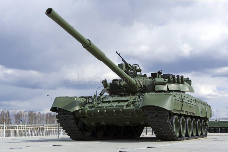 Modelo soviético 1987 do tanque de guerra T-80UD Bereza no museu do equipamento militar imagens de stock royalty free