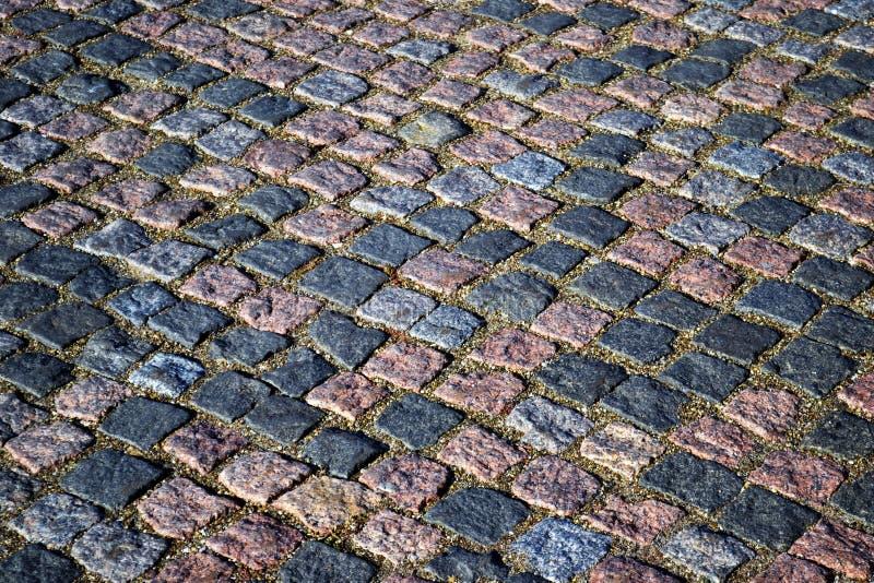 Modelo texturizado pavimento del guijarro de la calle retra estrecha Un fragmento de la vieja plaza con una superficie de la carr fotografía de archivo libre de regalías