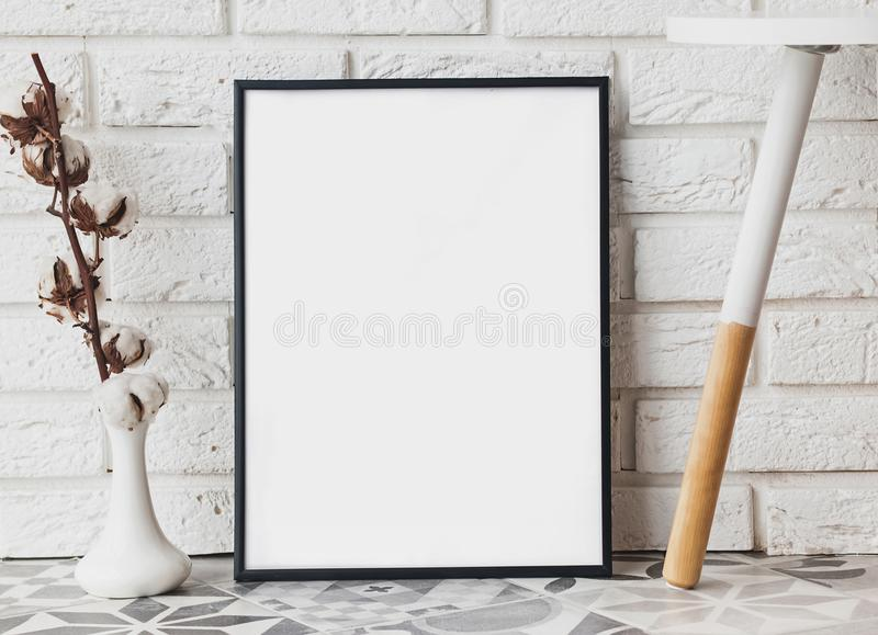Modelo vazio do quadro no interior moderno imagem de stock