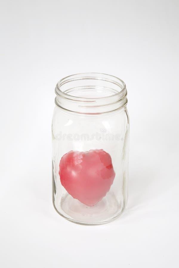 Modelo vermelho do coração no frasco de vidro imagens de stock royalty free