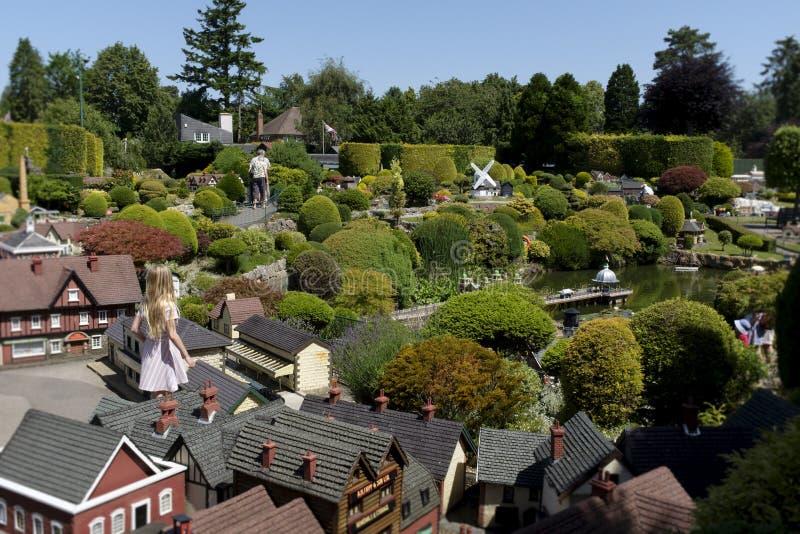Modelo Village de Bekonscot e estrada de ferro imagens de stock