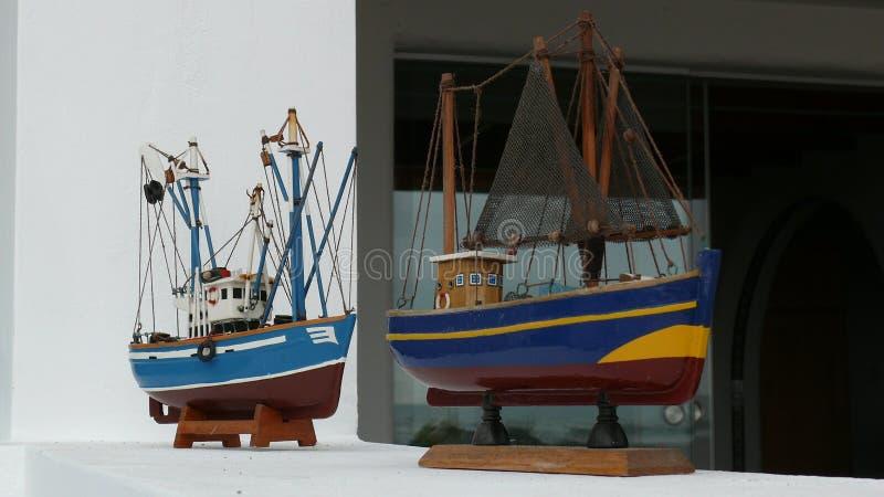 Modelos de los barcos en la pared imagen de archivo libre de regalías