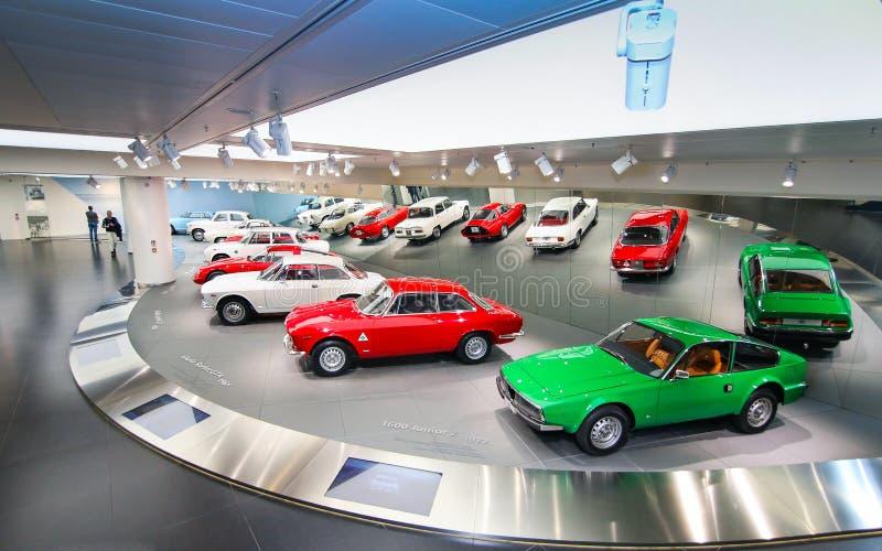 Modelos do alfa Romeo Giulia e do Junior Zagato na exposição no museu histórico Alfa Romeo fotos de stock royalty free