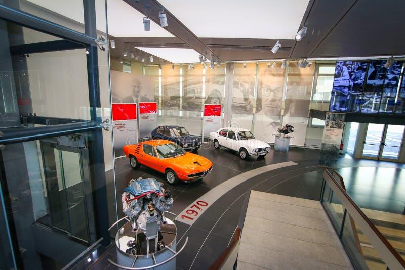 Modelos do alfa Romeo Montreal, do Alfasud e do Alfetta na exposição no museu histórico Alfa Romeo foto de stock